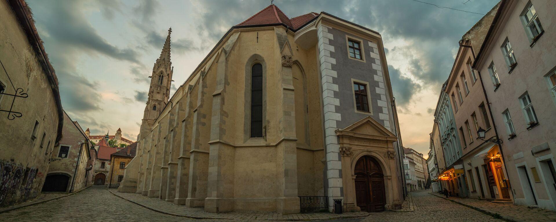 Opuštěná ulice v historickém centru Bratislavy, Slovensko - Sputnik Česká republika, 1920, 04.05.2021