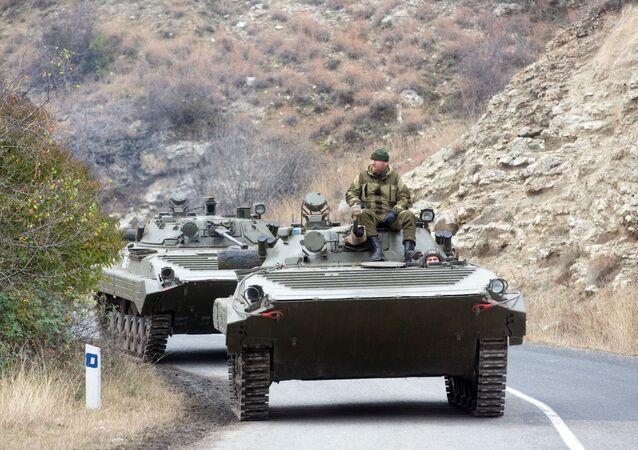 Situace v Náhorním Karabachu: Obyvatelé za sebou pálí domy