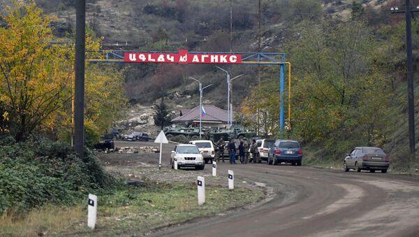 Kontrolní bod ve městě Šuši v Karabachu - Sputnik Česká republika