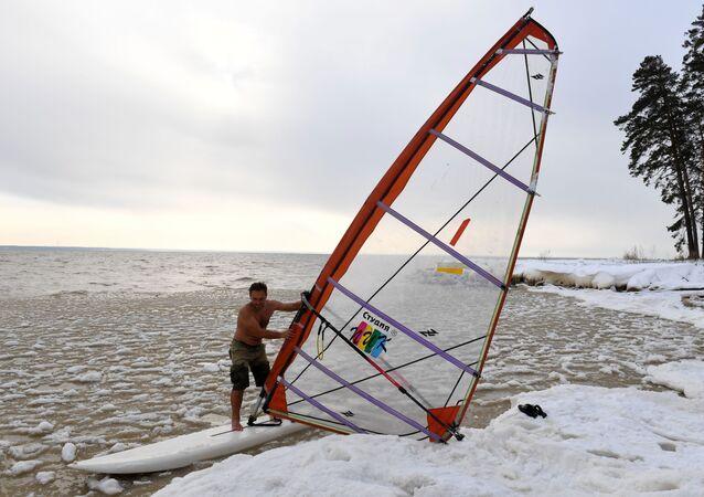 Odvážný sibiřský windsurfing