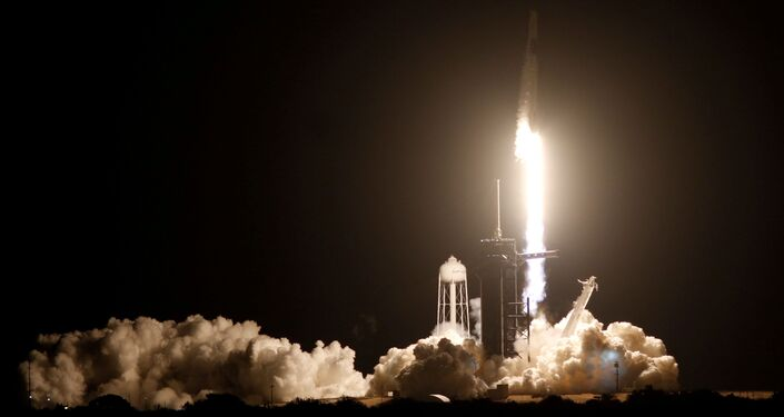 Start lodi Crew Dragon se čtyřma astronauty na palubě