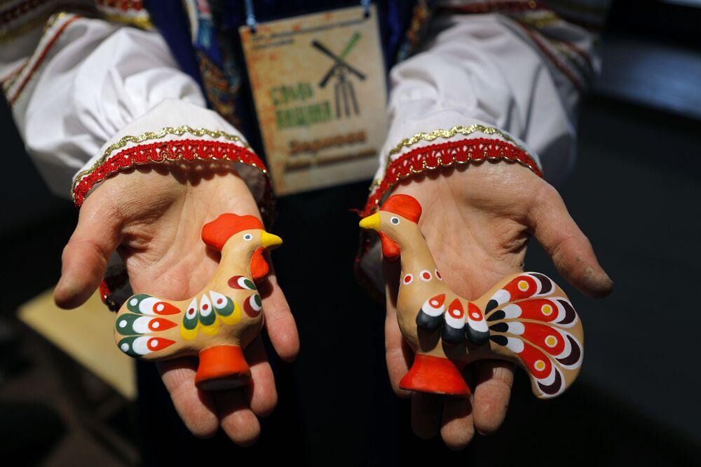 Hotové figurky vyrobené v historickém a kulturním komplexu Slobodská Ukrajina v Bělgorodské oblasti