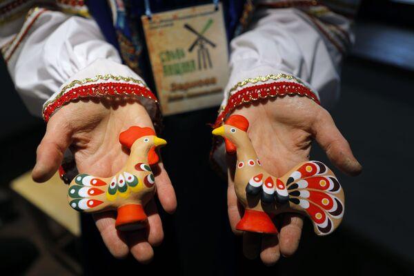 Hotové figurky vyrobené v historickém a kulturním komplexu Slobodská Ukrajina v Bělgorodské oblasti - Sputnik Česká republika
