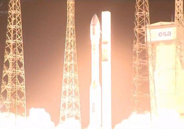 Start rakety Vega na kosmodromu Kourou ve Francouzské Guyaně