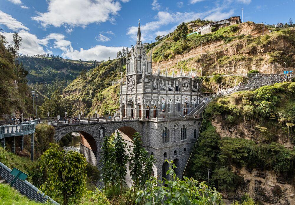 Postavena přímo na mostu bazilika Las Lahas v Kolumbii