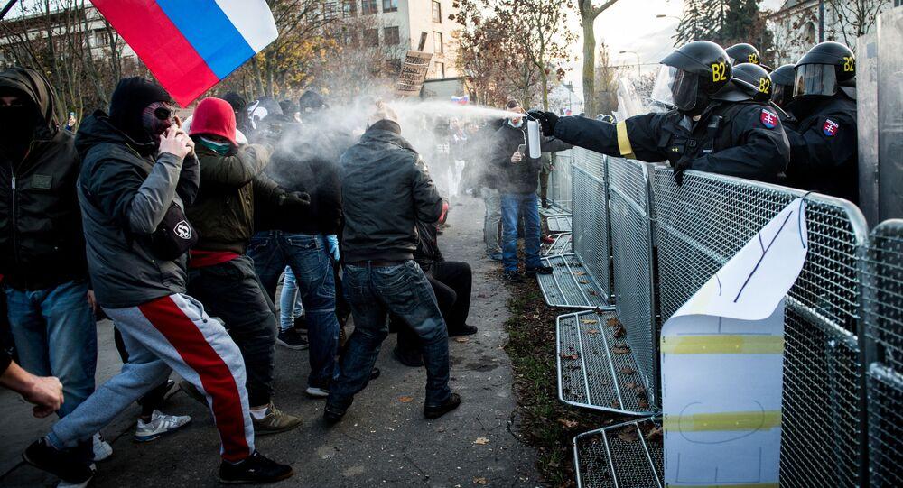 Policie a demonstranti v Bratislavě