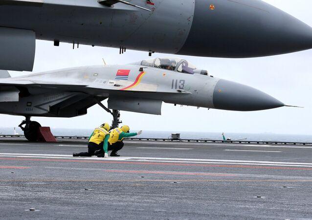 Čínské stíhačky J-15
