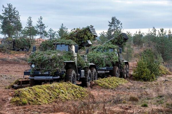 Ukázkové cvičení na střelnici v Chabarovském kraji v Den raketových vojsk a dělostřelectva - Sputnik Česká republika