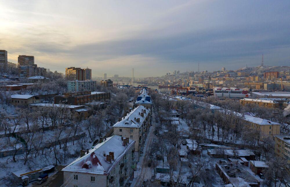 V moci živlu: sněhový cyklón paralyzoval život na ruském Dálném východě
