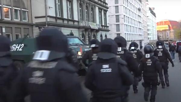 V německém Lipsku protestovali lidé, kteří nesouhlasí s lockdownem. Do ulic ale vyšli i zastánci režimu - Sputnik Česká republika