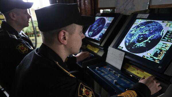 Námořníci sledují radar na ruském raketovém křižníku Maršal Ustinov - Sputnik Česká republika