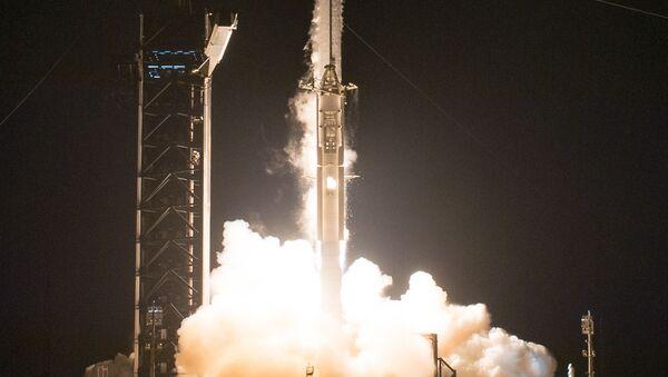 Start rakety Falcon s lodí Crew Dragon k ISS. Ilustrační foto - Sputnik Česká republika