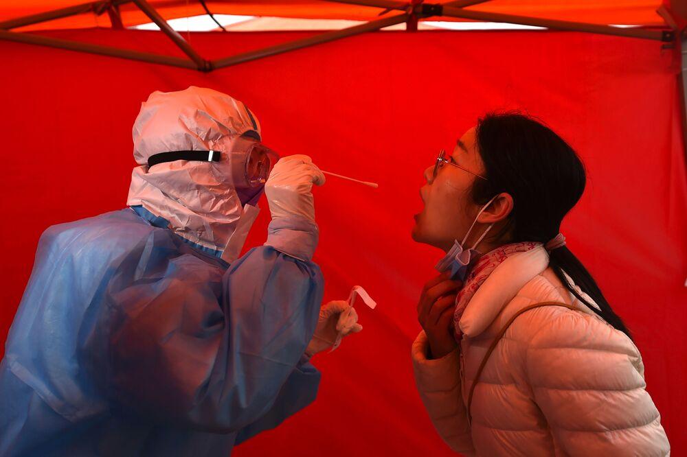 Testování na covid-19 ve městě Tchien-ťin.