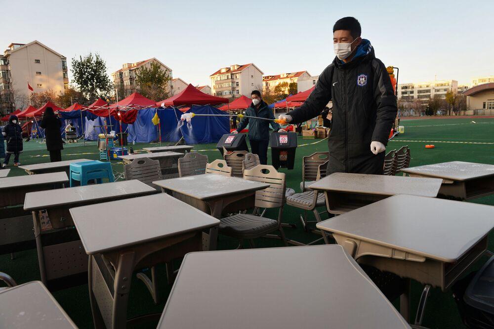 Příprava na testování v čínském městě Tchien-ťin.