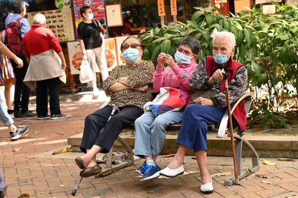 Lidé ve frontě na testování v Hongkongu. - Sputnik Česká republika
