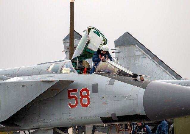 Denní výcvikové lety Su-35 a MiG-31 ve Tverské oblasti