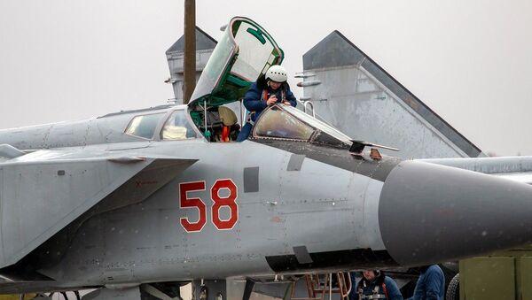 Denní výcvikové lety Su-35 a MiG-31 ve Tverské oblasti - Sputnik Česká republika