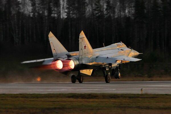 Noční výcvikové lety Su-35 a MiG-31 ve Tverské oblasti - Sputnik Česká republika