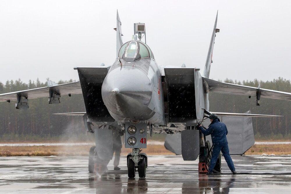 Výcvikové lety Su-35 a MiG-31 Západního vojenského okruhu ve Tverské oblasti