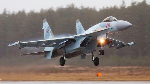Учебно-тренировочные полеты СУ-35 и МИГ-31 Западного военного округа в Тверской области - Sputnik Česká republika