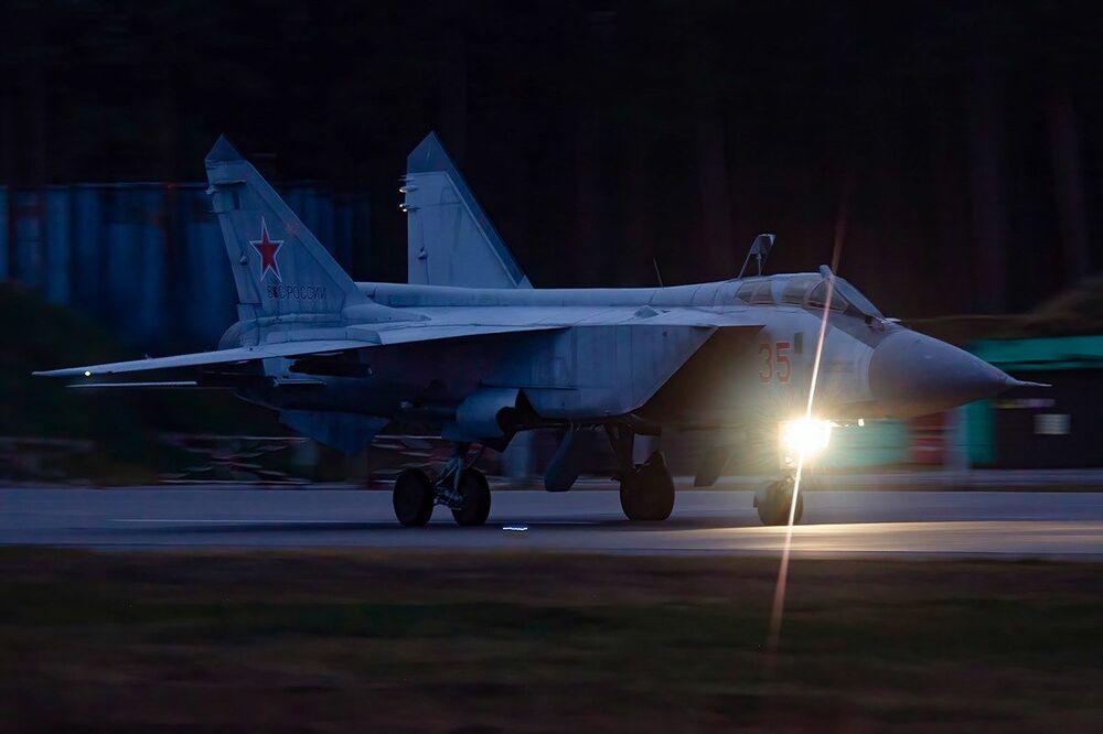 Noční výcvikové lety Su-35 a MiG-31 ve Tverské oblasti