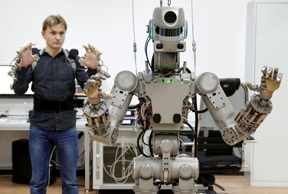 Testování ruského antropomorfního robota FEDOR.