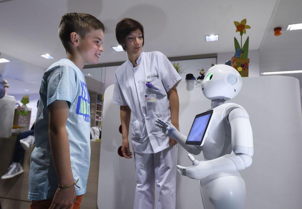 Robotický informátor Pepper v nemocnici CHR Citadel v belgickém Lutychu.