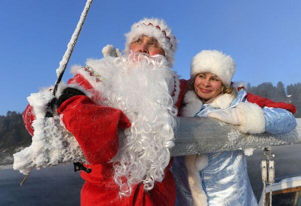 Členové jachtařského klubu Škiper během poslední plavby na plachetnici v tomto roce. - Sputnik Česká republika