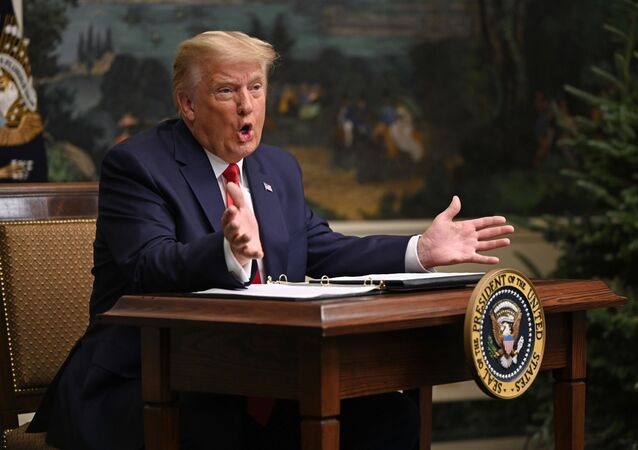 Donald Trump křičí na novináře, že je prezident