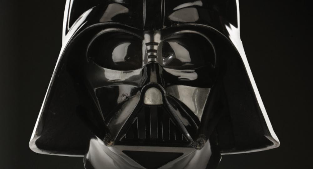 Aukční společnost Profiles in History uvádí na trh originální helmu/masku Darth Vadera, kterou použil herec David Prowse během natáčení filmu The Empire Strikes Back