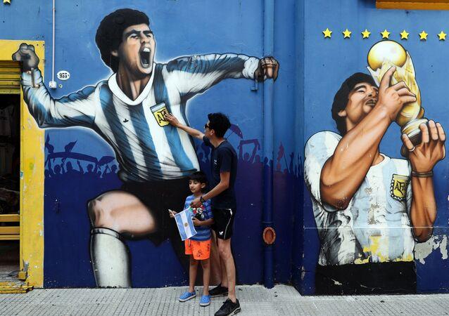 Lidé truchlí kvůli smrti Diegy Maradona
