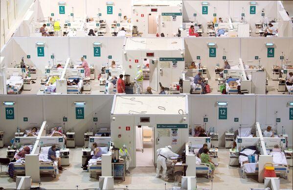 Dočasná nemocnice pro pacienty s covidem-19 umístěná v Ledovém paláci Krylatskoje v Moskvě, Rusko. - Sputnik Česká republika