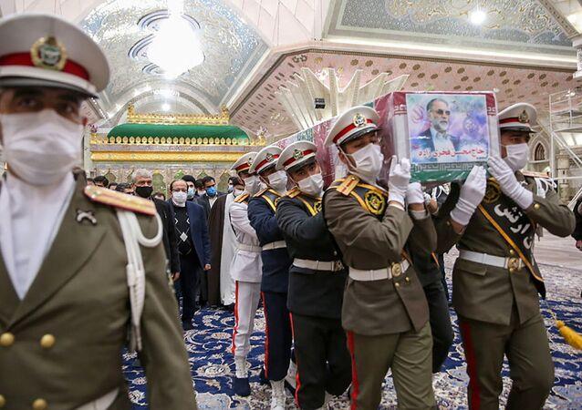 Pohřeb íránského vědce Mohsena Fachrízádeha v Teheránu