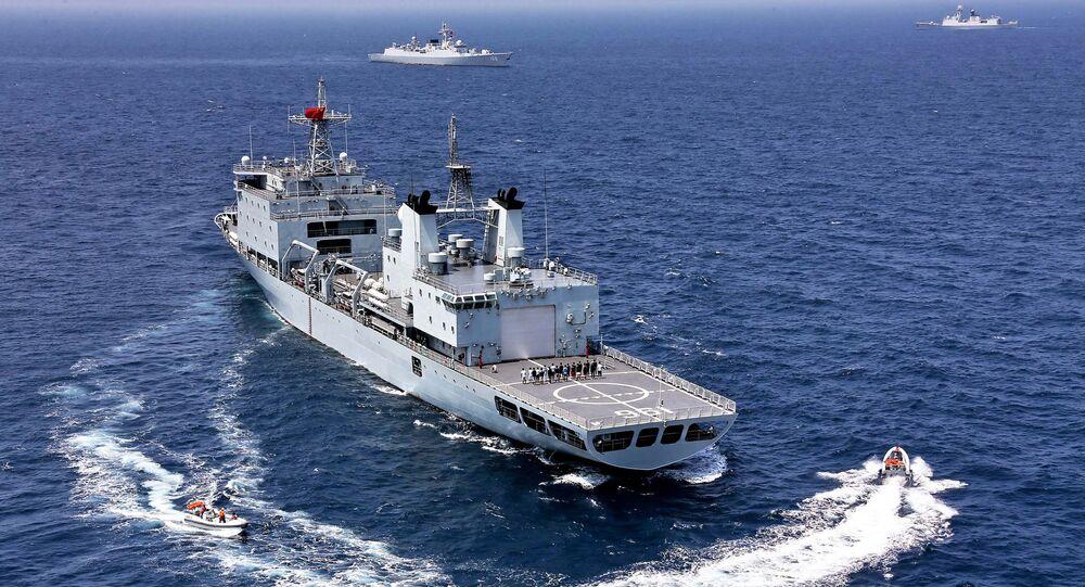 Čínský tanker během cvičení