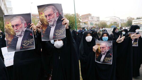 Demonstrace v Teheránu kvůli vraždě Fachrízádeha - Sputnik Česká republika
