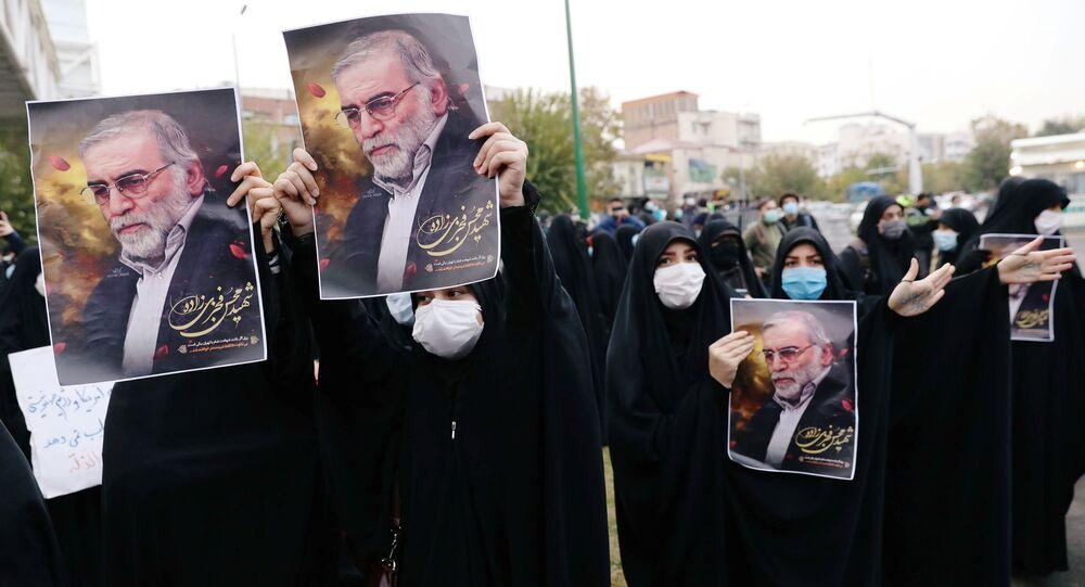 Demonstrace v Teheránu kvůli vraždě Fachrízádeha