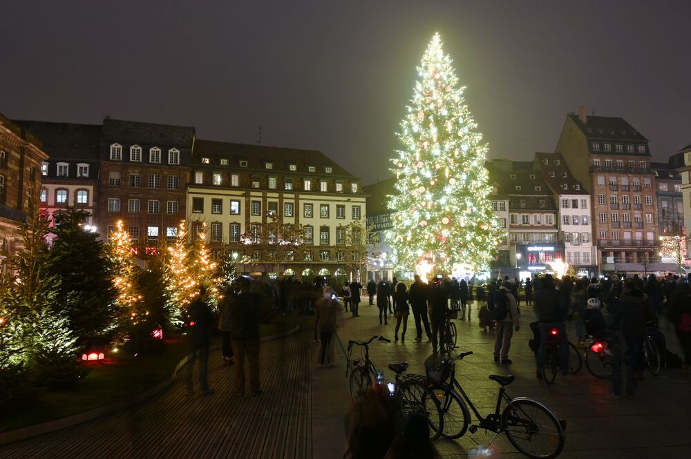 Vánoční strom na hlavním náměstí ve Štrasburku, Francie