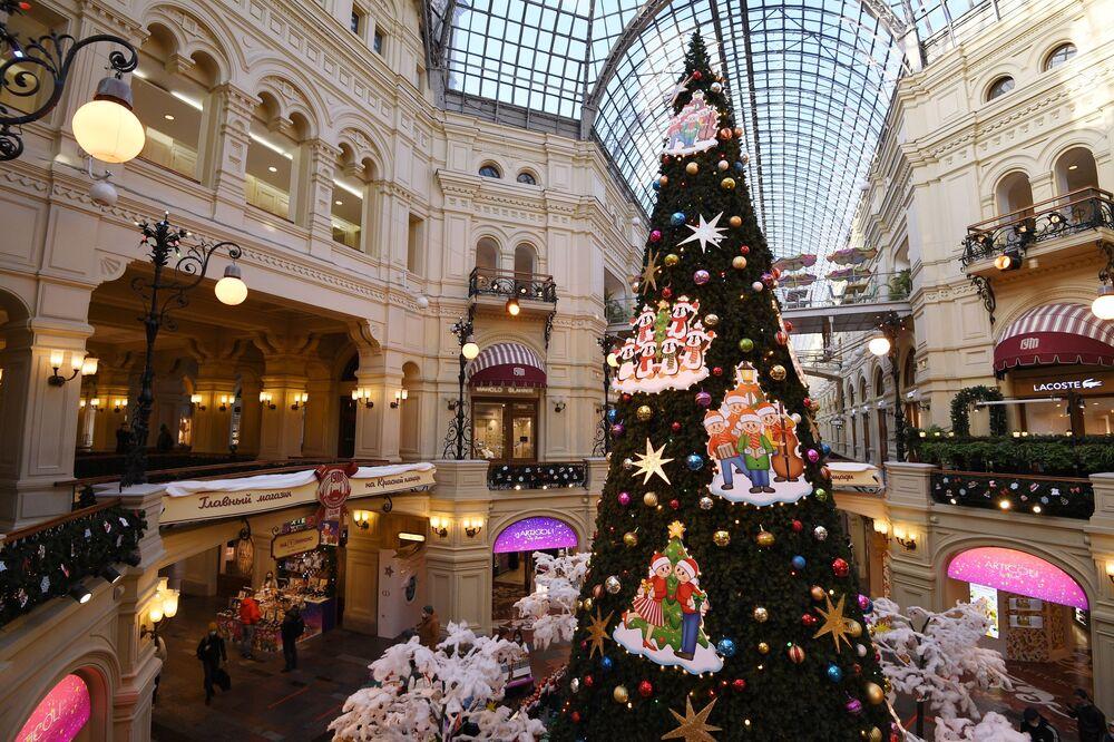 Vánoční strom v GUMv v Moskvě