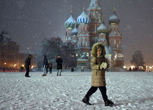 Sníh na Rudém náměstí v Moskvě - Sputnik Česká republika