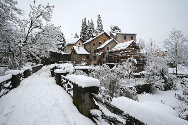 Pohled na vesnici Sassello v Ligurii, Itálie - Sputnik Česká republika