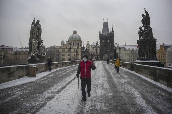 Karlův most v ranních hodinách v Praze - Sputnik Česká republika