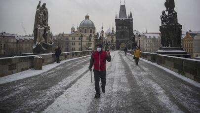 Karlův most v ranních hodinách v Praze