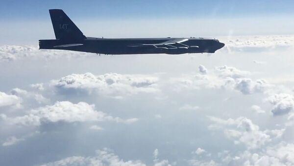 Americký bombardér B-52N nad Černým mořem. Ilustrační foto - Sputnik Česká republika