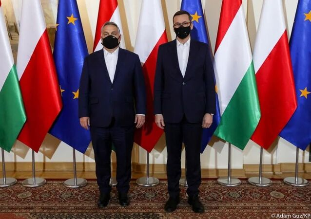 Premiér Maďarska Viktor Orbán a polský premiér Mateusz Morawiecki