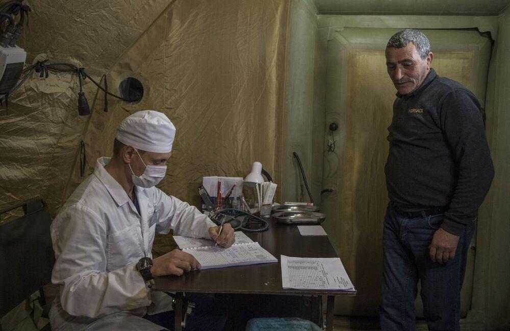 Příjem pacientů v nemocnici, která byla postavena ruským ministerstvem obrany