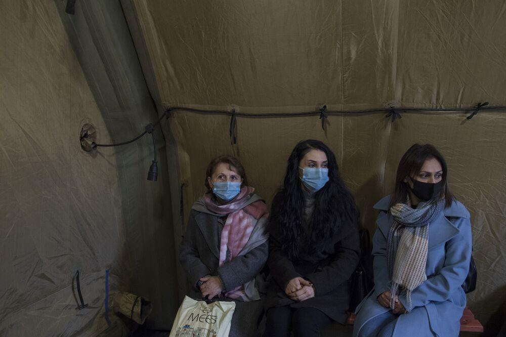 Pacienti čekají na vyšetření u lékaře v nemocnici