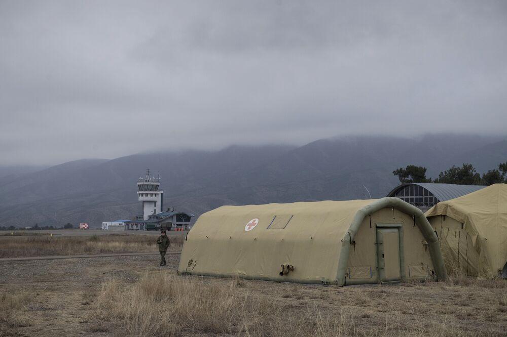 Nemocnice ruského ministerstva obrany postavená na letišti ve Stěpanakertu