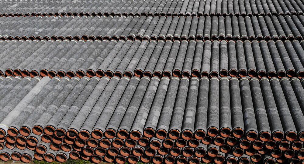 Potrubí pro stavbu plynovodu Nord Stream 2 v Německu