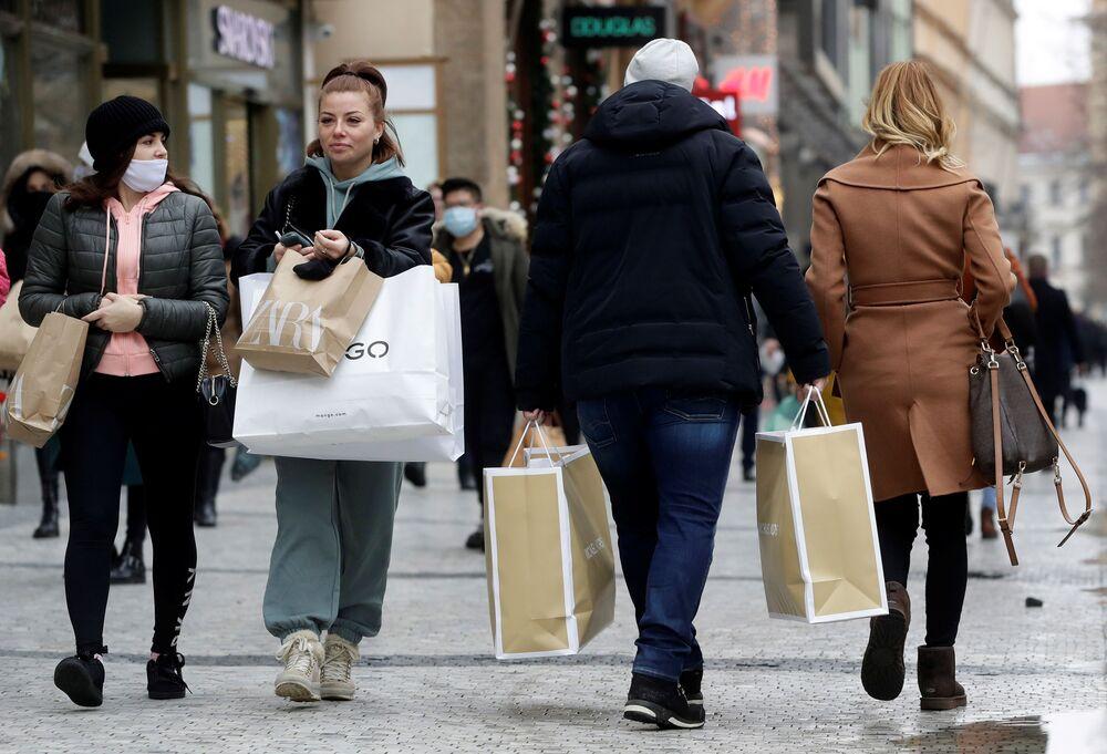 Vánoční Praha: lidé vyrazili za dárečky