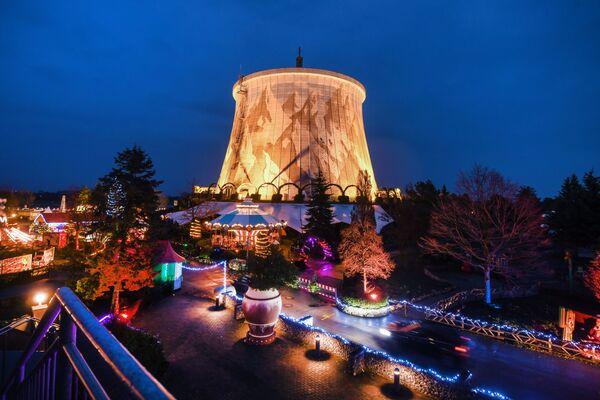 Svátečně ozdobená jaderná elektrárna Kalkar v Německu. - Sputnik Česká republika